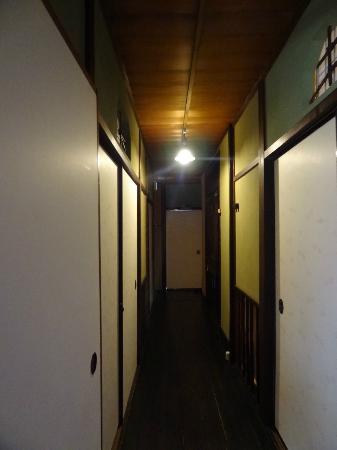 เกสท์เฮ้าส์ราคุซ่า: The hall, view taken from our room