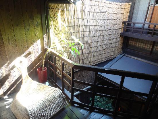 เกสท์เฮ้าส์ราคุซ่า: The balcony on second floor
