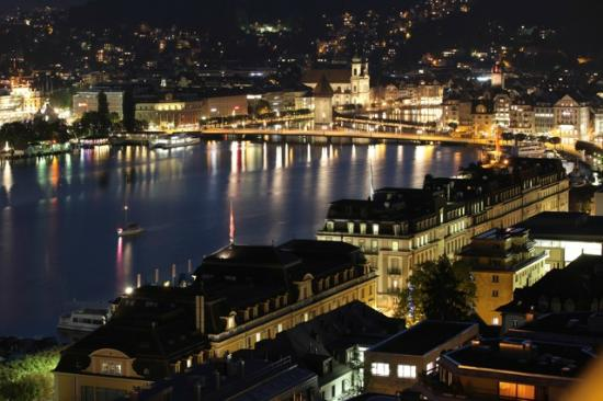 Art Deco Hotel Montana Luzern: evening view