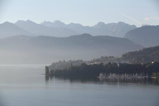 Art Deco Hotel Montana Luzern: morning