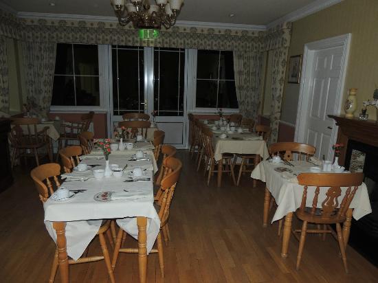 Killarney Lodge: Breakfast Room at Killarney Lodge was cheery.