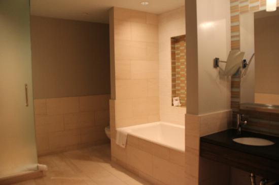 Kimpton Ink48 Hotel: baño
