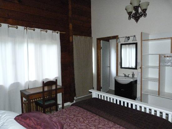 Alert Bay Lodge: Room 1