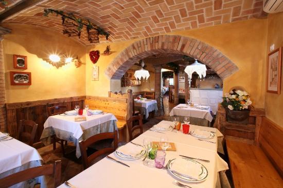 Amici del rifugio crucolo reggio emilia restaurant for Restaurant reggio emilia