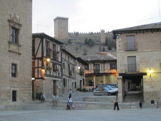 El Refugio De Don Miguel: View of the castle from Penaranda town square