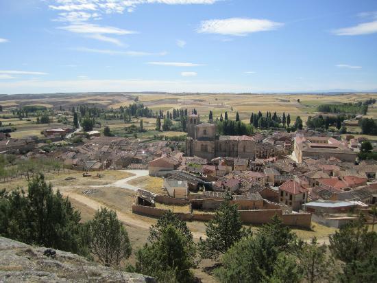 El Refugio De Don Miguel: View of Penaranda from the castle