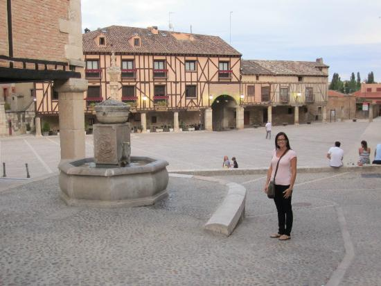 El Refugio De Don Miguel: Penaranda town square