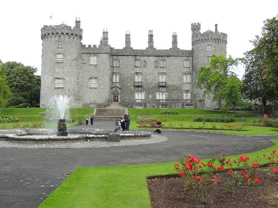 Pembroke Kilkenny Castle Is Very Close To The Hotel