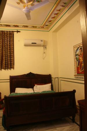 Hotel Baba Haveli: Small but decent room