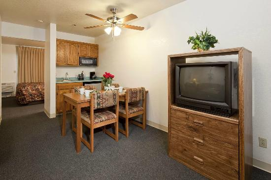 Lodge on the River: Guestroom with kitchenette