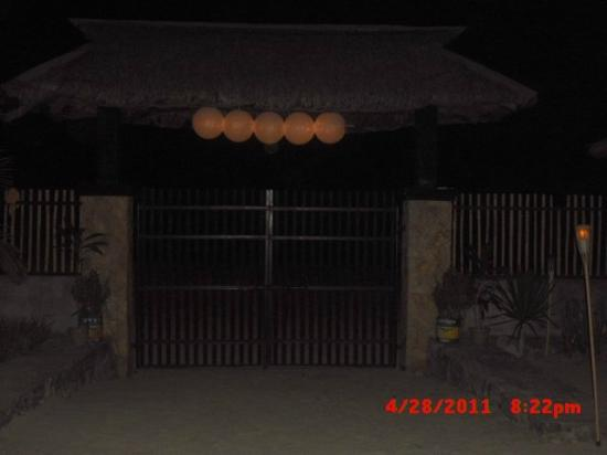 Al Fresco Resort: Night Shot front view heading beach