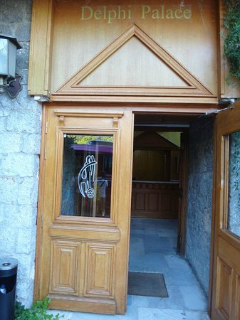 Delphi Palace: The front entrance of the hotel