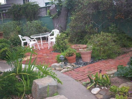A White Jasmine Inn: Victorian house sun garden