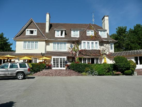 Front view of hotel picture of manoir hotel le touquet for Hotels le touquet