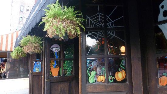 Jekyll and Hyde Club : halloween painting!