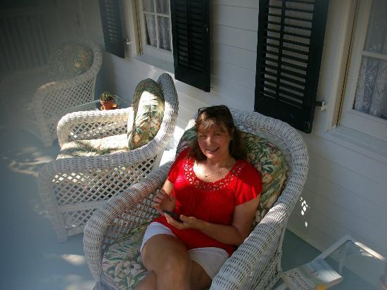 ذا جاردينز هوتل: Garden Cottage Front Porch 