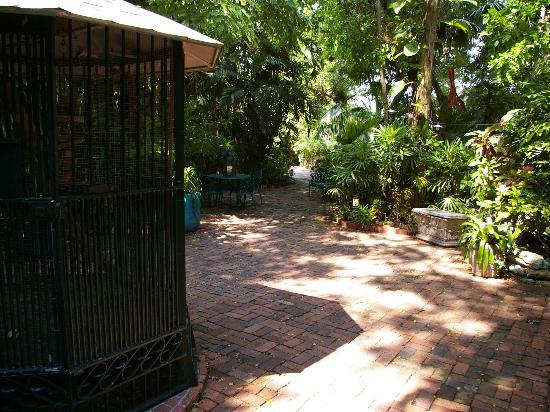 ذا جاردينز هوتل: Lovely gardens 