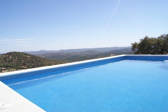 Casas Rurales el Rincon de las Tobas: Peaceful pool overlooking amazing countryside