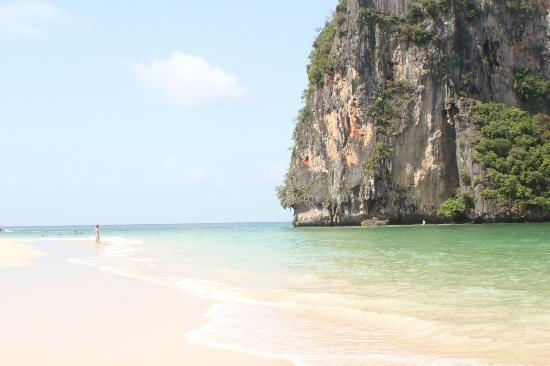 Bhu Nga Thani Resort and Spa: Phrang Nga Beach, 3 mins from hotel
