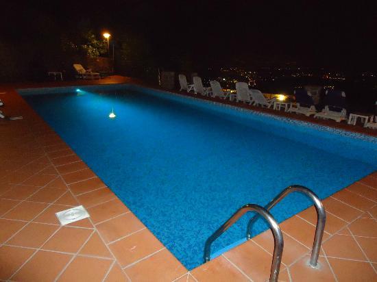 Hotel Bellavista: zwembad bij avond
