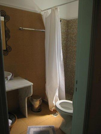 The Boathouse Hotel: Bathroom