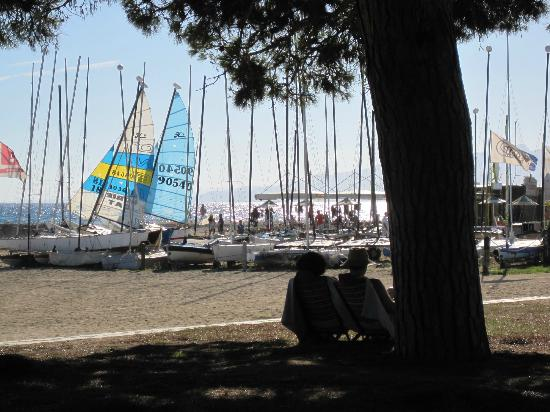Port Eugeni : Beach with boats