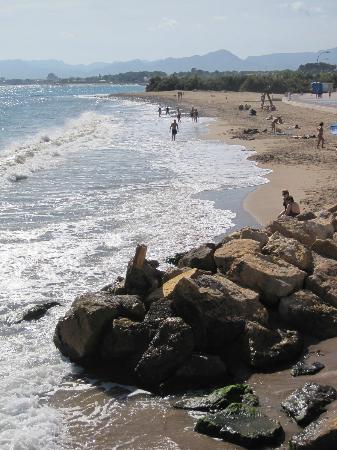 Port Eugeni: Beach with rocks