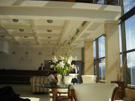 Alma del Lago Suites & Spa: Recepción