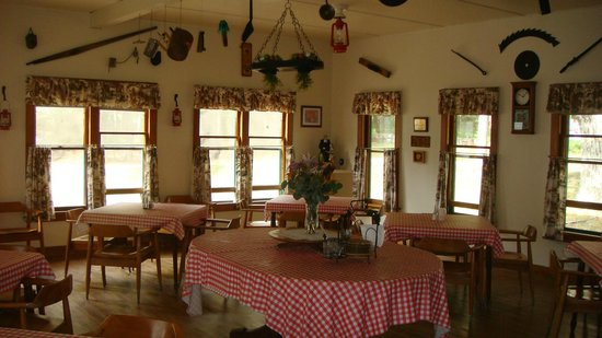 The Brothers Place: Dining room