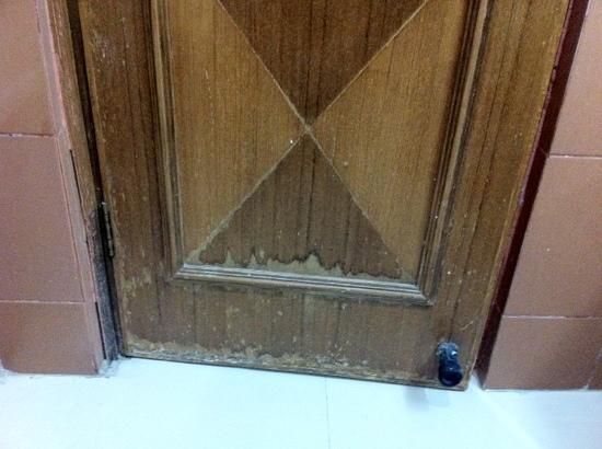Hotel KC Residency : toilette's door