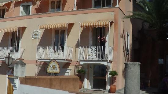 Villa Flavio Gioia: FRENTE DEL HOTEL