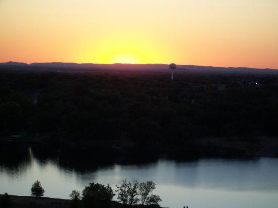 La Quinta Inn & Suites Marble Falls: Sunset over Marble Falls Lake