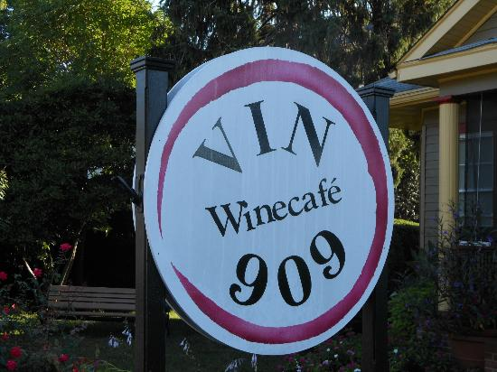Vin 909 Winecafe: Sign