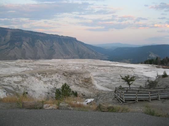 Mammoth Hot Springs Hotel & Cabins: Hot springs