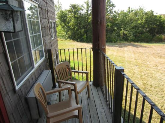Stoney Creek Hotel & Conference Center  - Columbia : Small outdoor porch on room #176