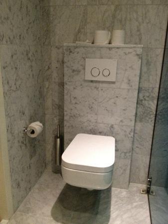 Amadi Park Hotel : Bathroom