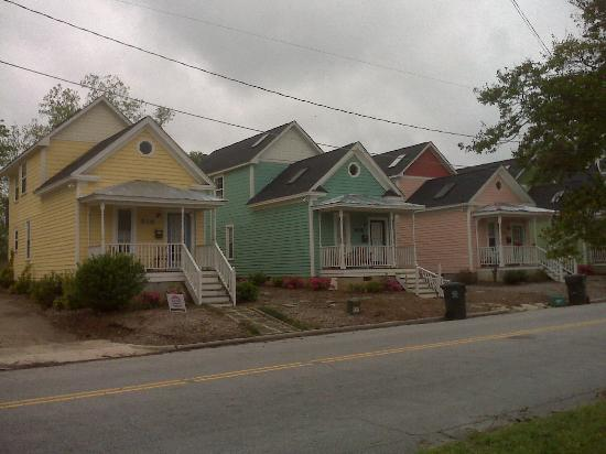 "Historic Oakwood: Colorful ""Row"" houses"