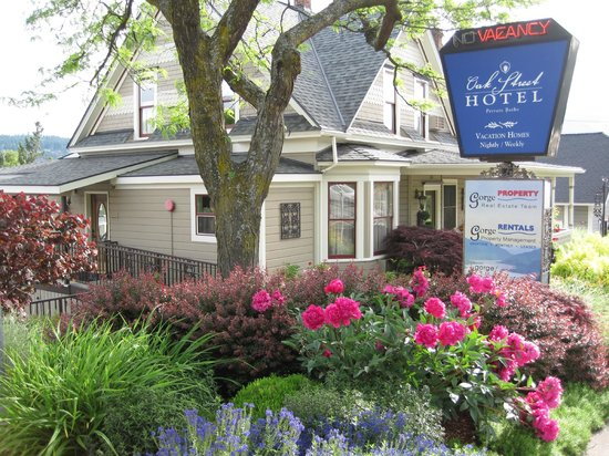 Oak Street Hotel: In the heart of downtown Hood River