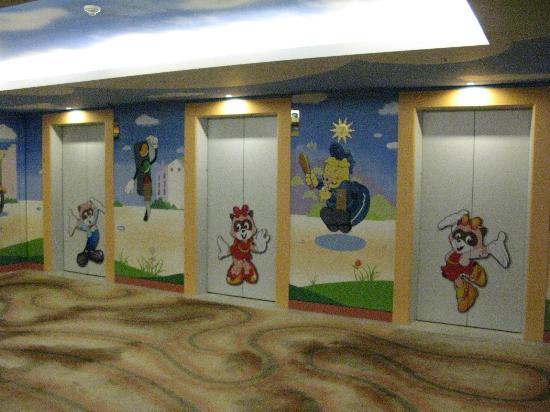 Lotte Hotel World: 電梯