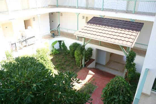 PGS Kiris Resort: Внутренний двор жилого корпуса