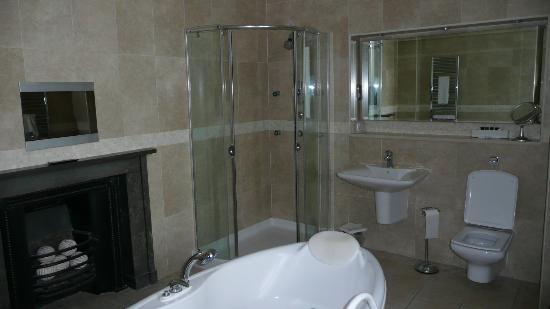 Rowton Castle: Bridal Suite Bathroom