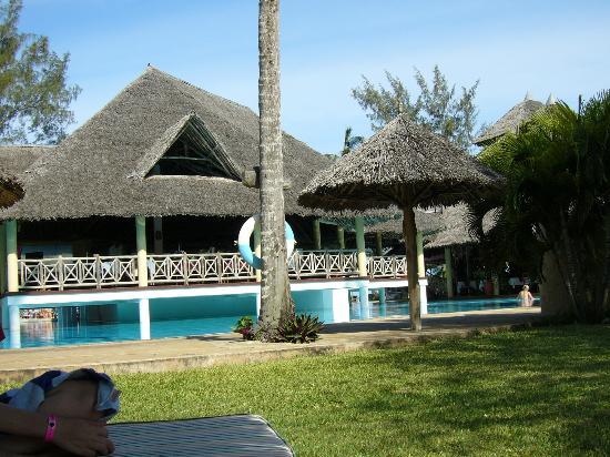 Neptune Palm Beach Boutique Resort & Spa: pool bar