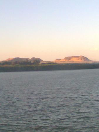 Karima, Sudan: جبل يقع شمال جبل البركل فى تفس المنطقة