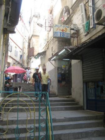 Hotel Sofiane : rue Omar Lagha (où donne l'entrée de l'hôtel)