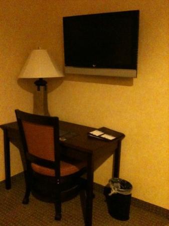 BEST WESTERN PLUS Ticonderoga Inn & Suites: scrivania