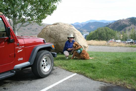 Sun Mountain Lodge: My wife and golden Nelson