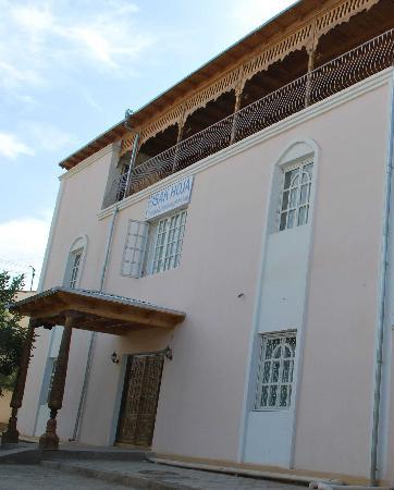 Isakjan-Umidabonu (Isak Hodja): Outside facade