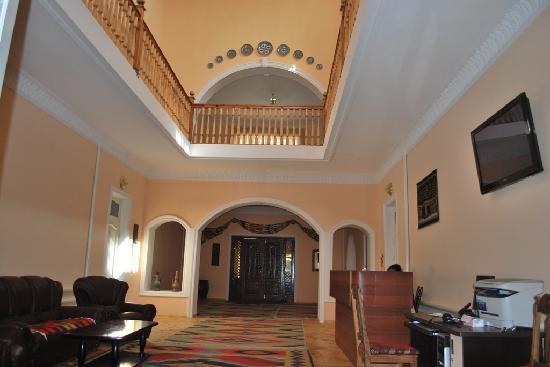 Isakjan-Umidabonu (Isak Hodja): Inside hall of hotel