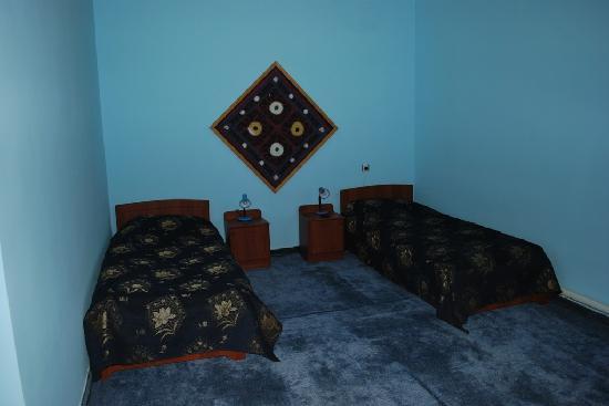 Isakjan-Umidabonu (Isak Hodja): Inside of room