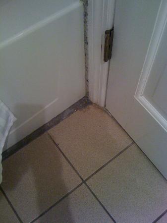 West Wind Inn: Bathroom